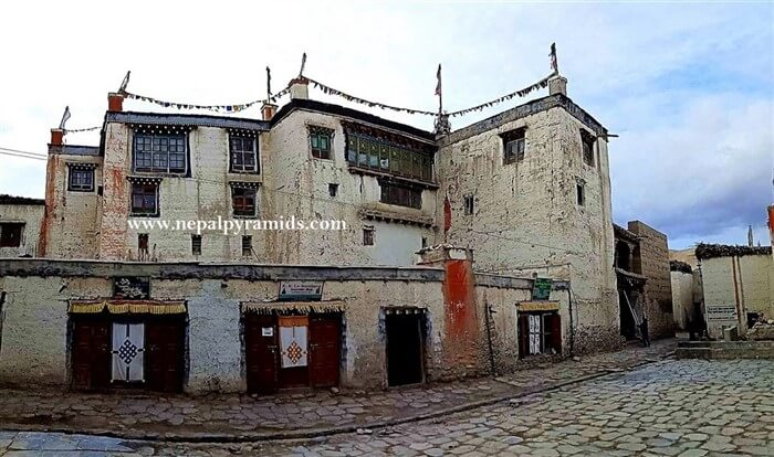 the 14th century royal palace in upper mustang